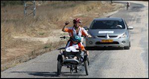 מסע האופניים השנתי - הטור דה תרום. לינדה חורי ובתה מתקדמות במרץ.